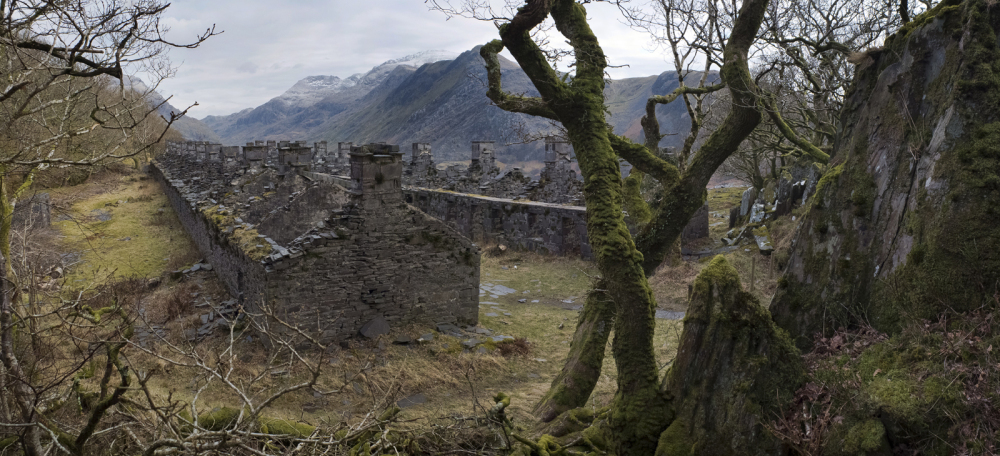 SLATEWORKERS HOUSES WITH SNOWDON IN THE BACKGROUND