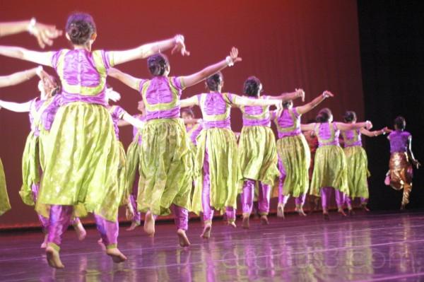 Dance: Barso Re (2)