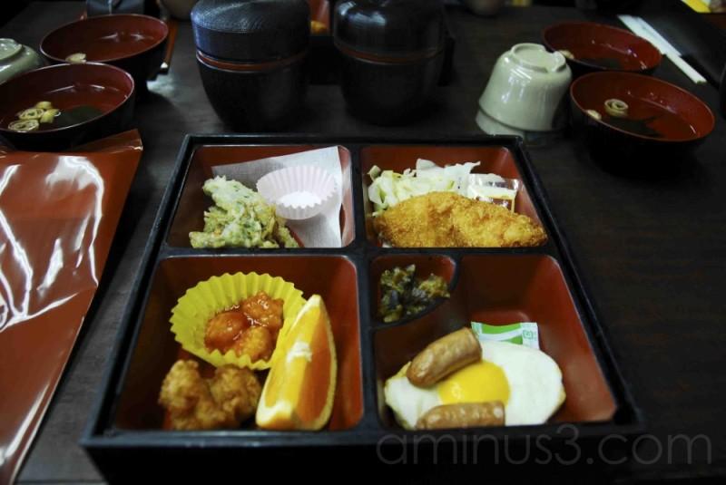 お弁当 (Bento box)