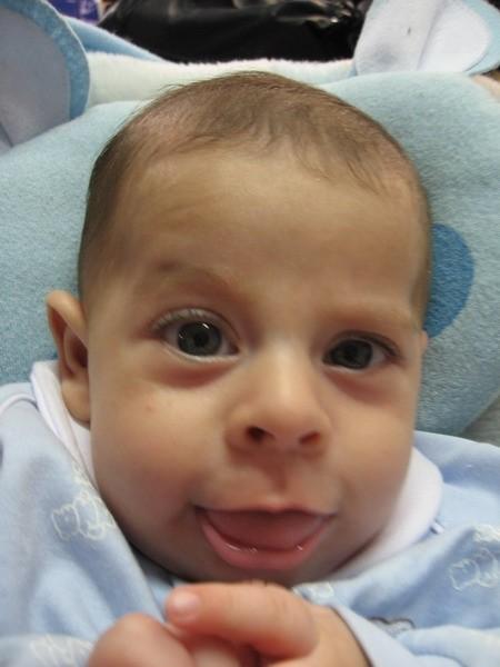 علی کوچولو وقتی که چند هفته بیشتر نداشت