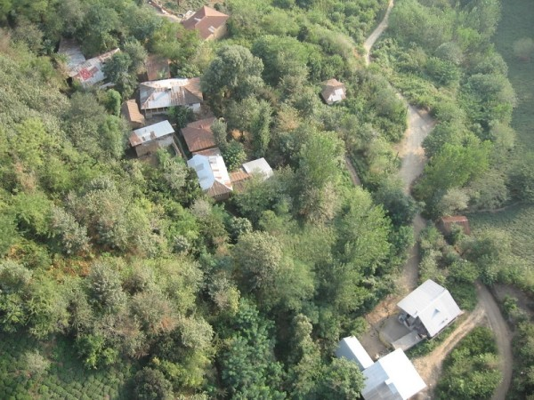 Village روستایی زیر تله کابین لاهیجان