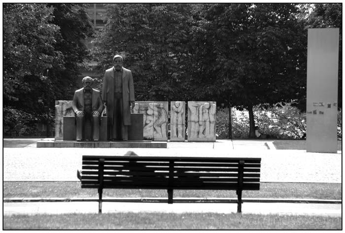 marx - engels monument