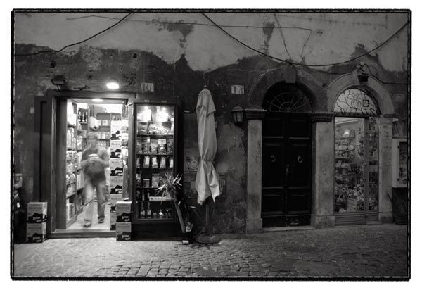 night stores rome