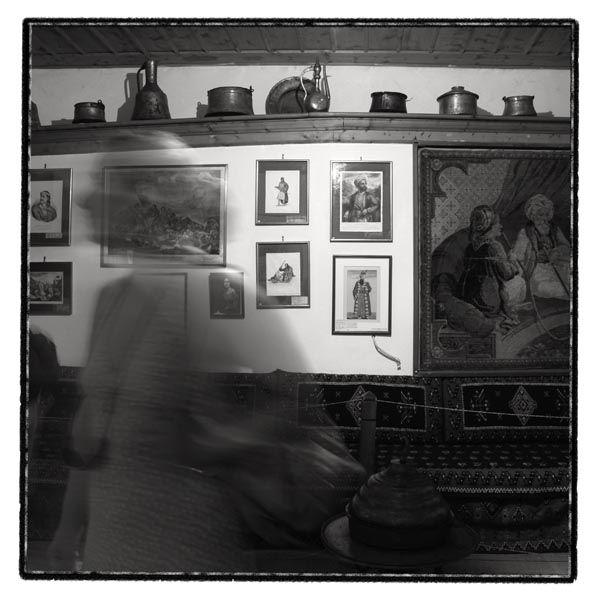 figure blur motion museum