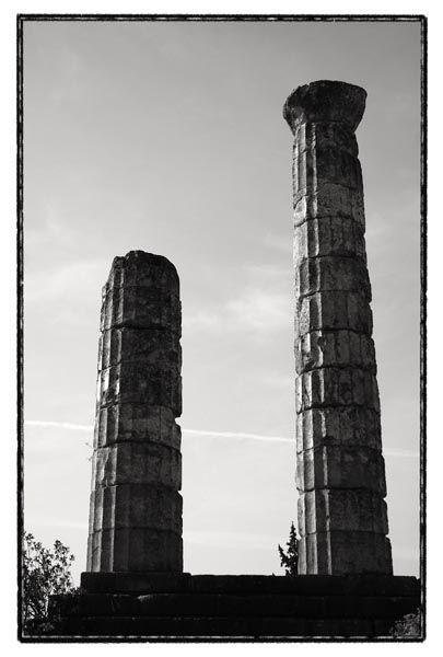 acient columns delfi greece