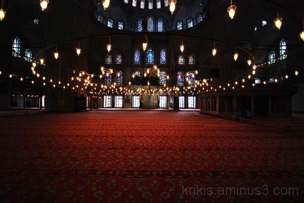 blue mosque interior (red carpet)