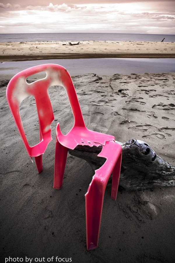 iso [i, saw] a broken chair