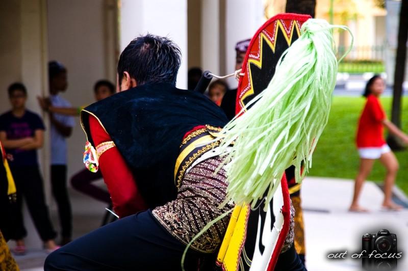 iso [i, saw] a 'kuda kepang' dancer
