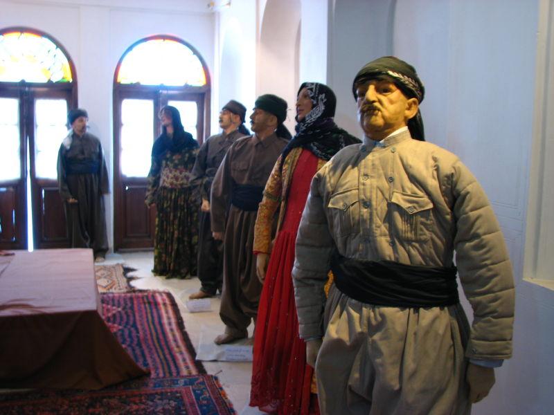 خانه کرد-لباس محلی مردان