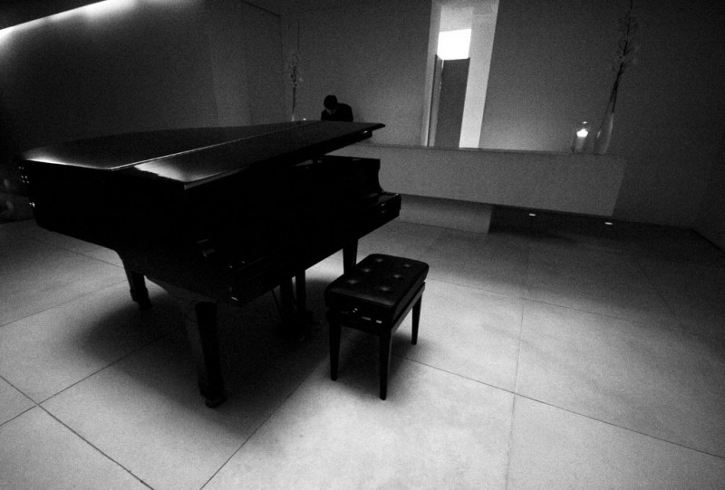 grand piano in a hotel reception