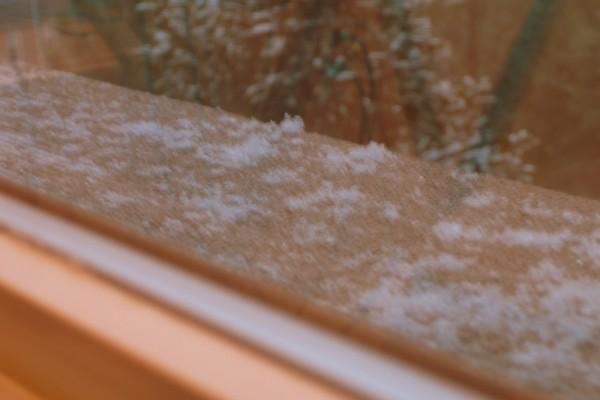 It is snowing!!