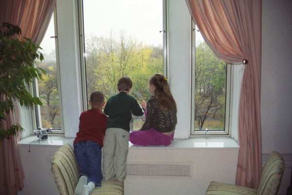 Kid's Watching the Macy Thanksgiving Day Parade