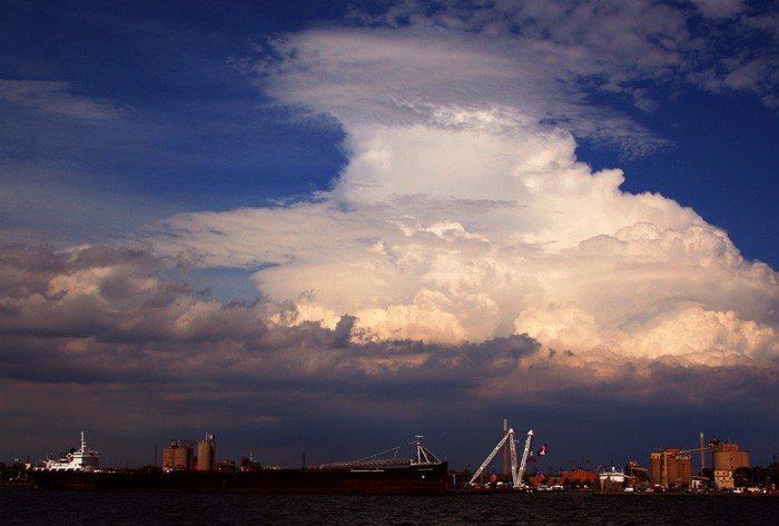 funky cloud seen from the docks