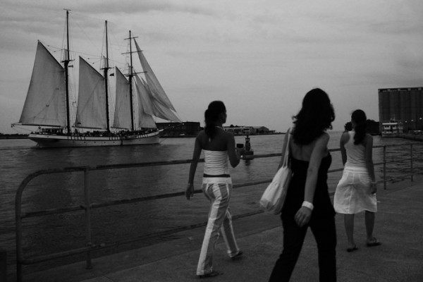 three girls at the toronto harbor