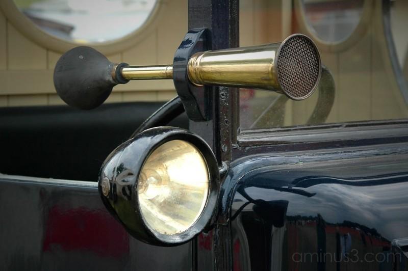 Horn & Light