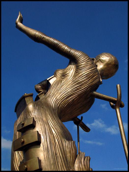 Salvador Dali, Femme en Flame, bronze, 1980