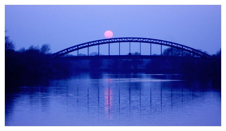 iron railway bridge across Trent near sawley