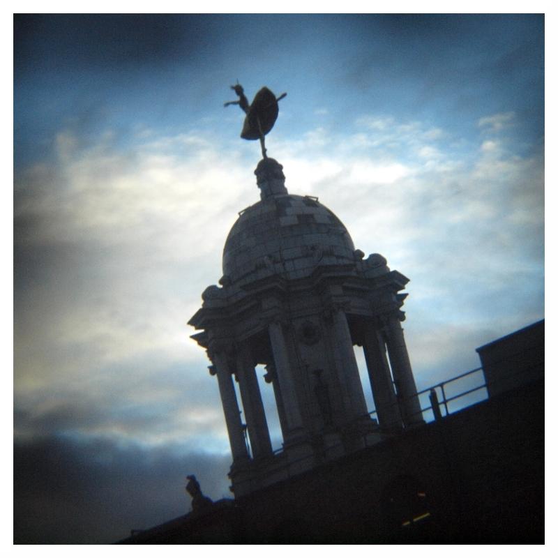 anna pavlova statue london holga