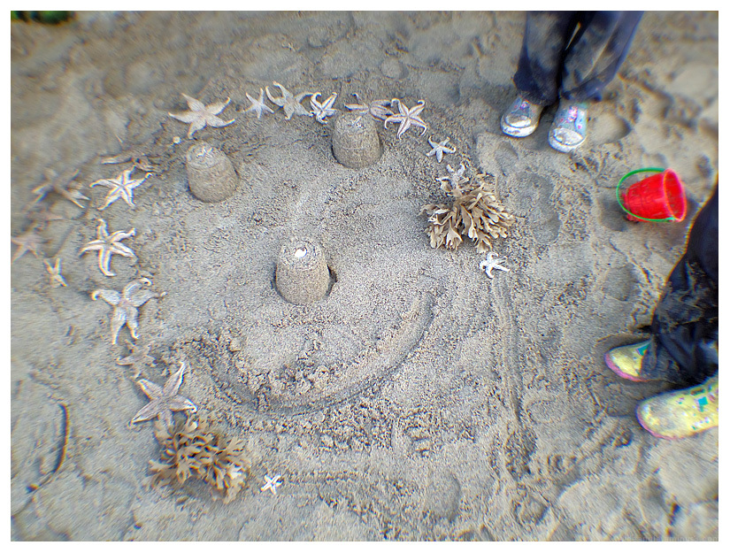 happy face skegness beach