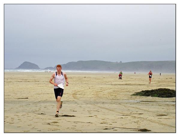triathletes perranporth triathlon run