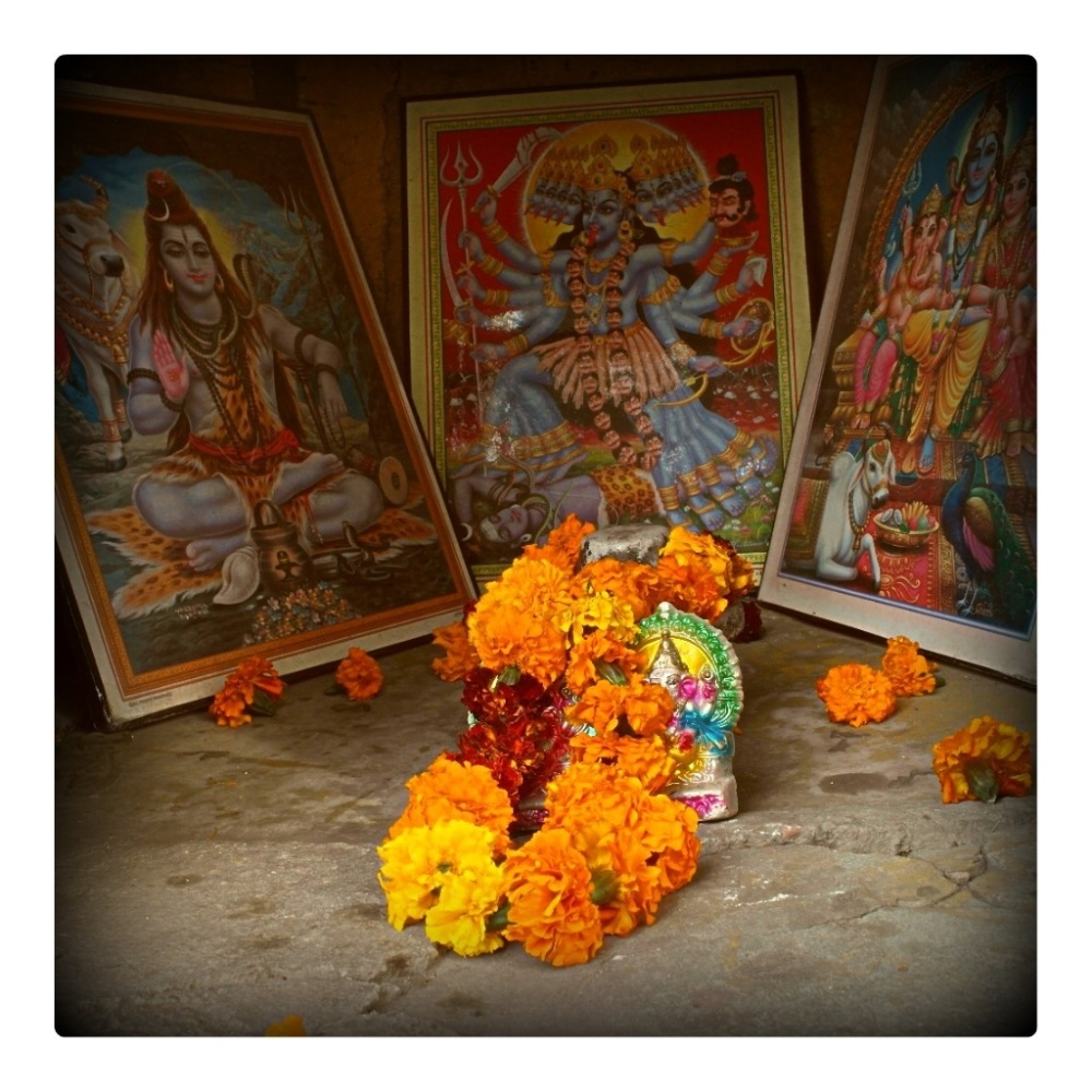 Flower garland places worship hindu delhi red fort