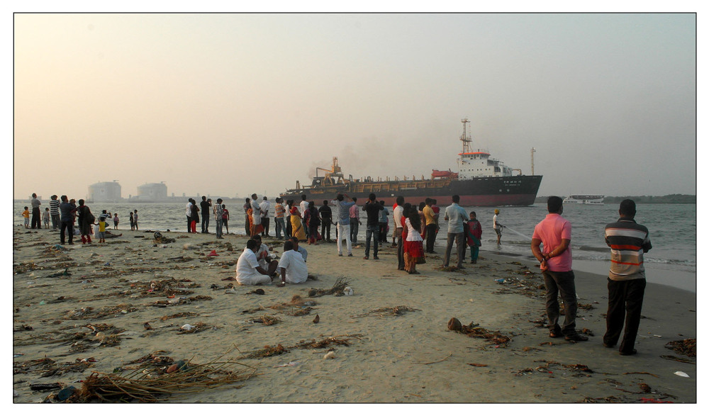 sunset beach kochi ship people