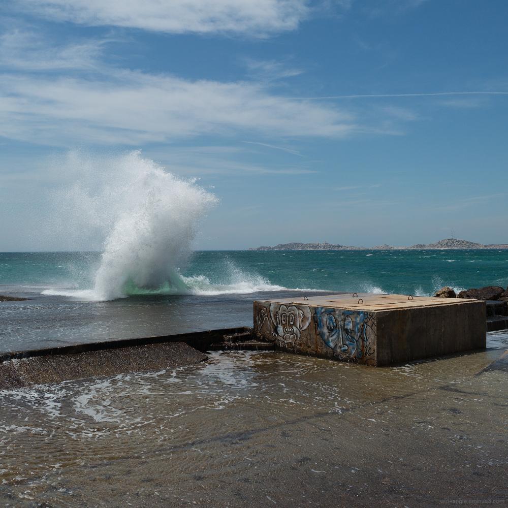 splash big waves marseille beach
