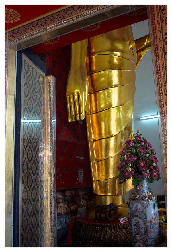 buddha gold statue bangkok religion hand