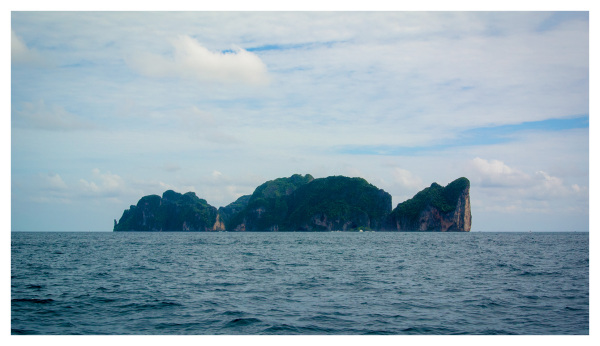 Approaching Koh Phi Phi Le