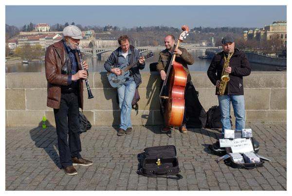 buskers charles bridge prague jazz