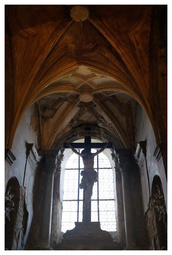 christ cross sedlec ossuary czech