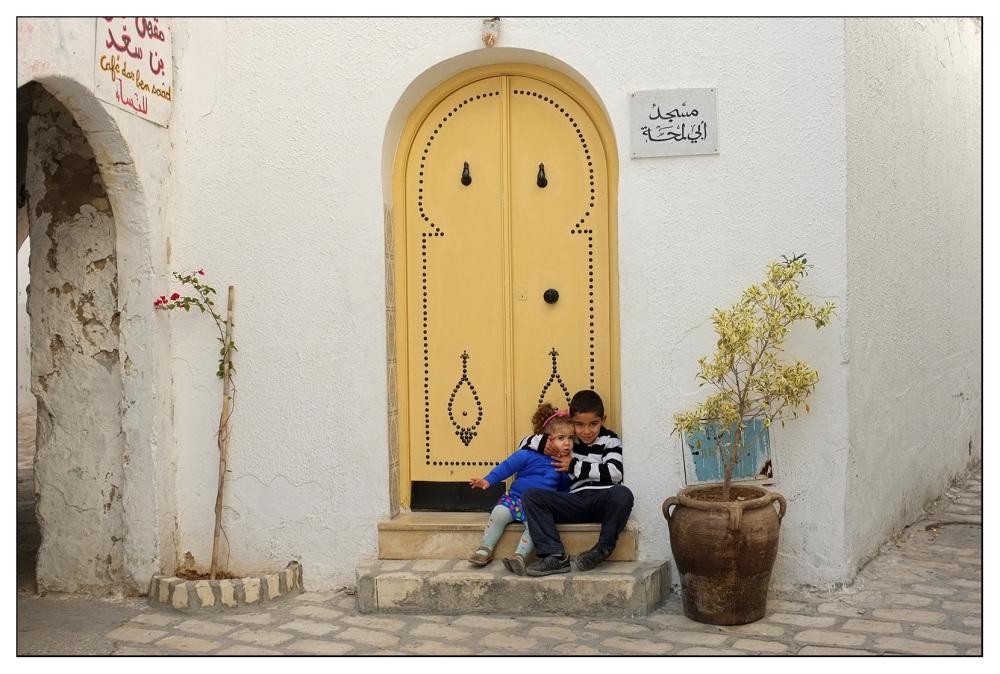 siblings step sousse tunisia medina