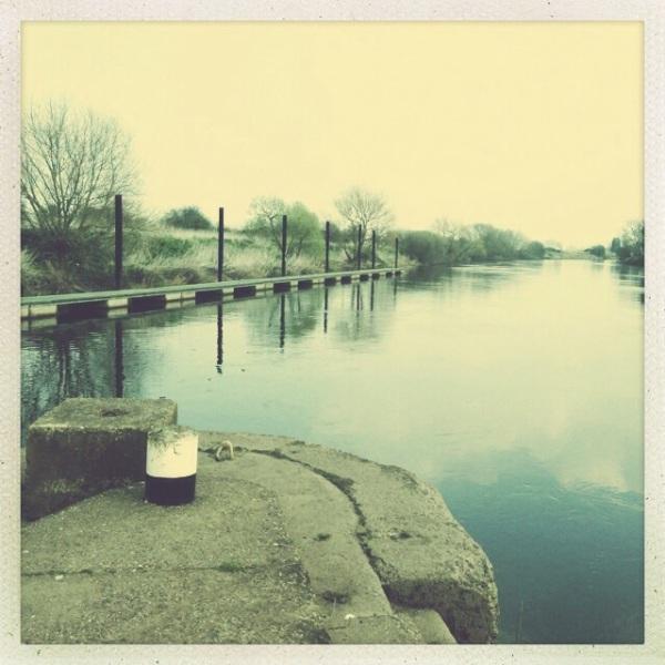Lock approach pontoon river trent cranfleet