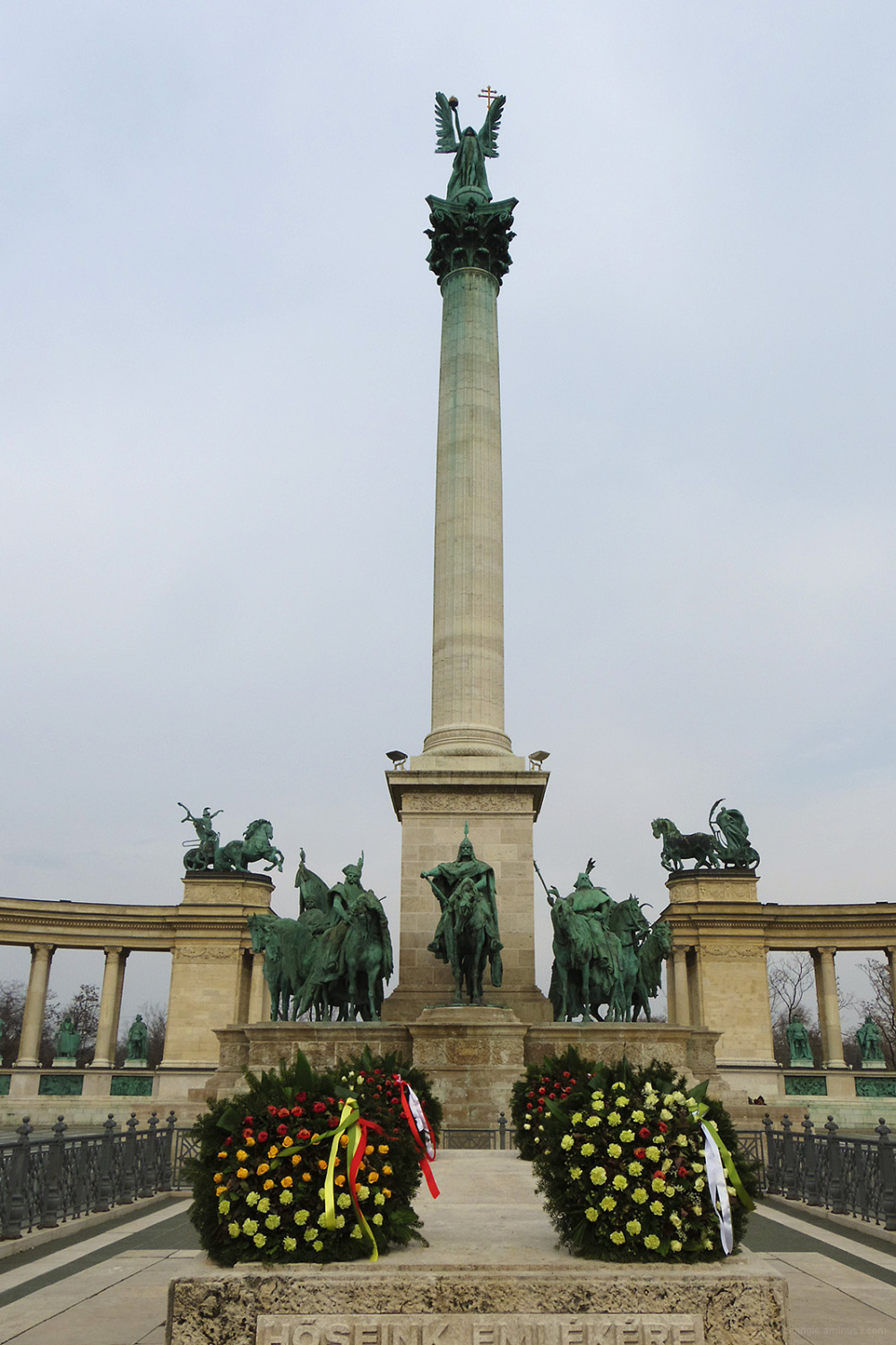 heroes square budapest memorial statue