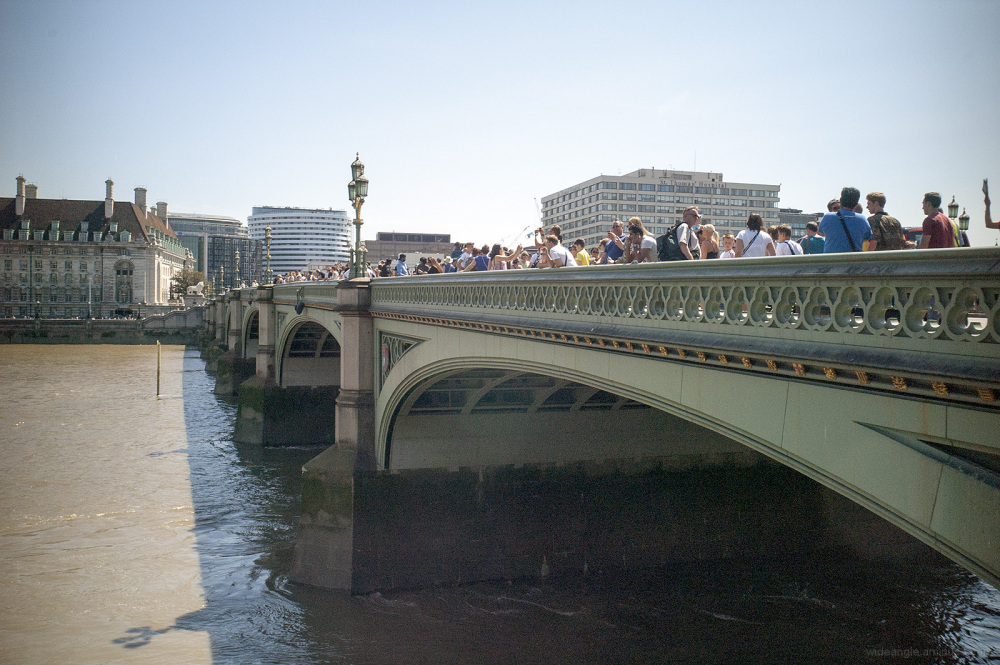 london summer crowds central capital