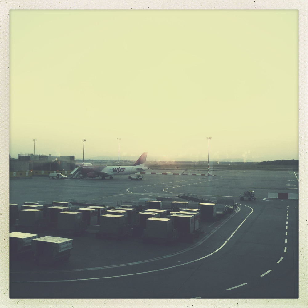 airports waiting flight time space