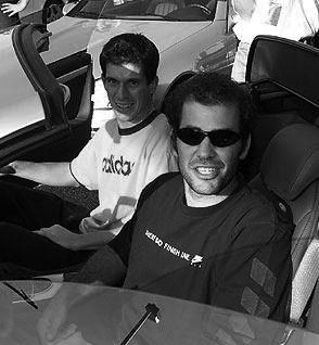 Pete Sampras et Tim Henman en voiture.
