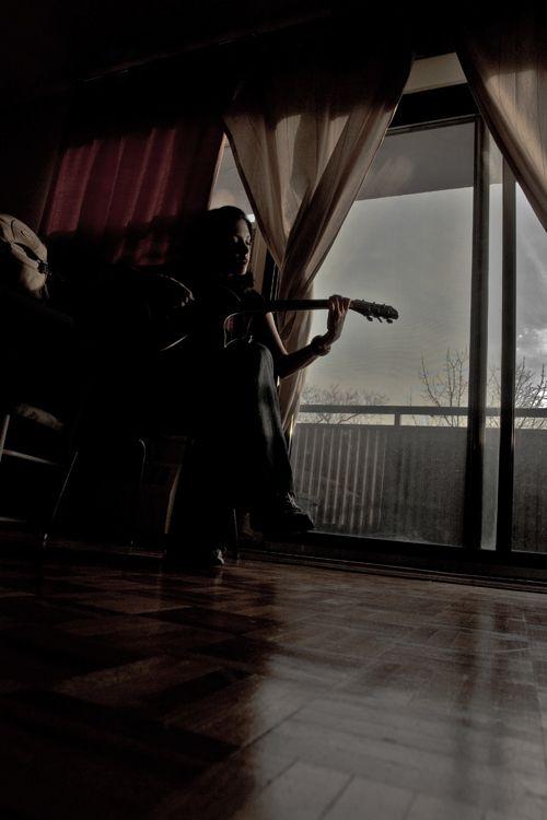 Paula plays new guitar