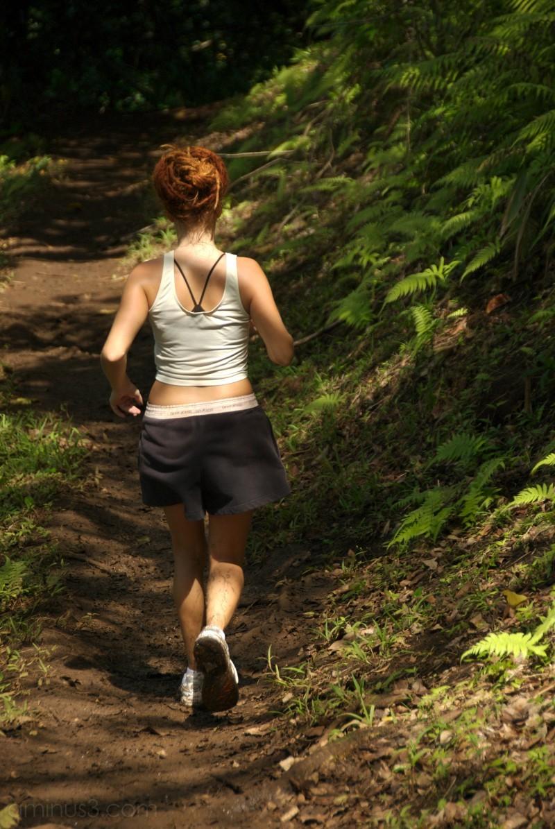 runner woman trail hawaii