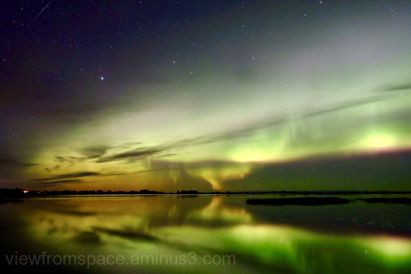 northern lights aurora autumn lake winnipeg manito