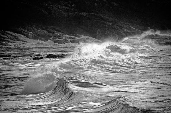 Big seas at Paxariña's beach