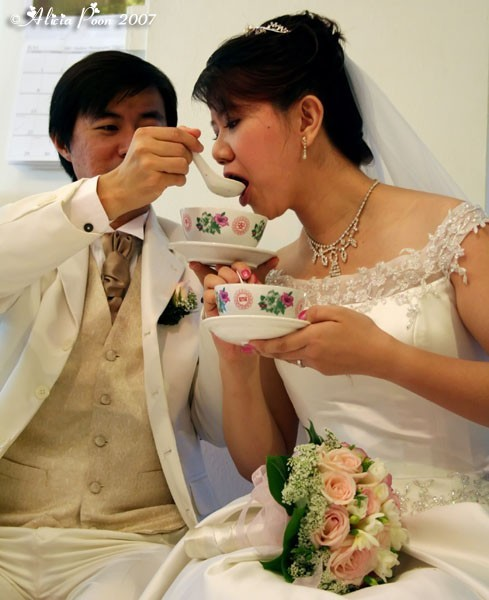 groom feeding bride tang yuan, chinese tradition