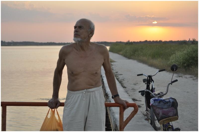 sea ukraine skadovsk father beach