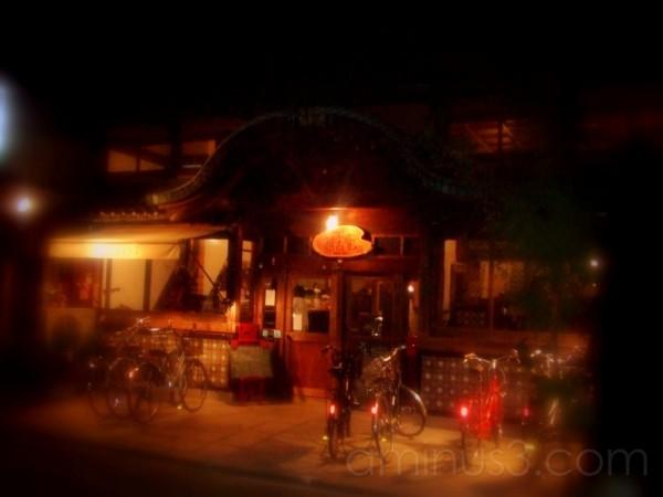 A café at night