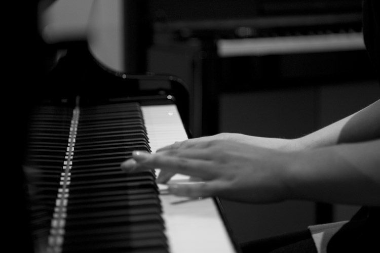 fingers running over the piano
