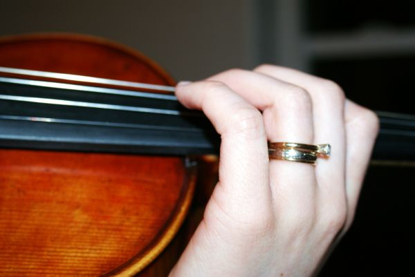 wedding ring violin