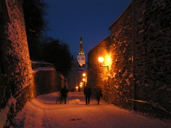 Tallinn at night. Shadows.