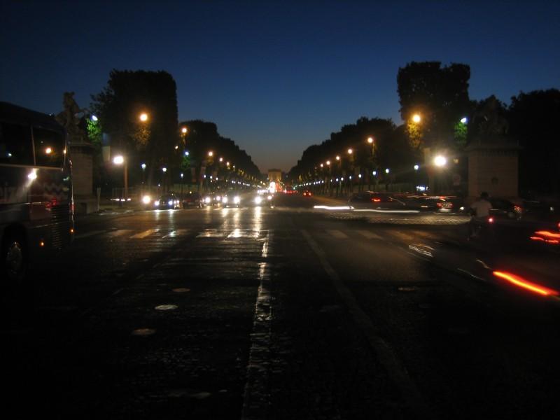 Champs E'lysee at night