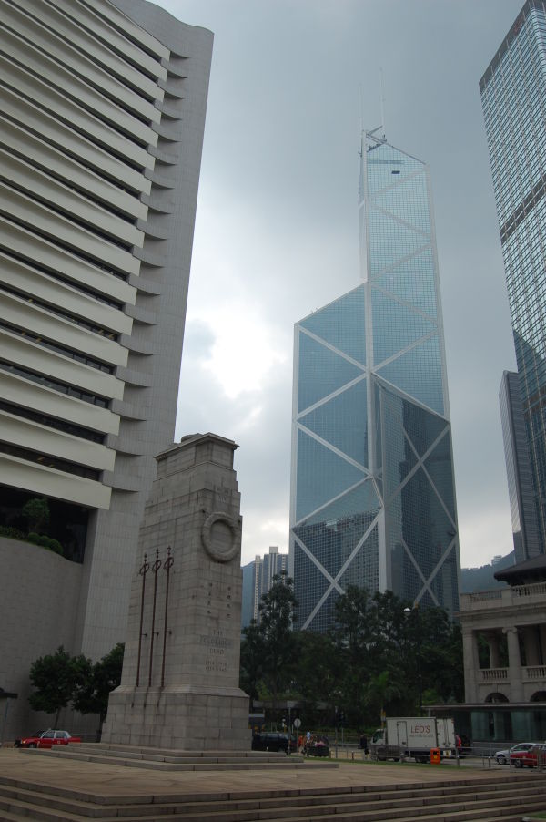 British War Memorial in front of the Bank of China