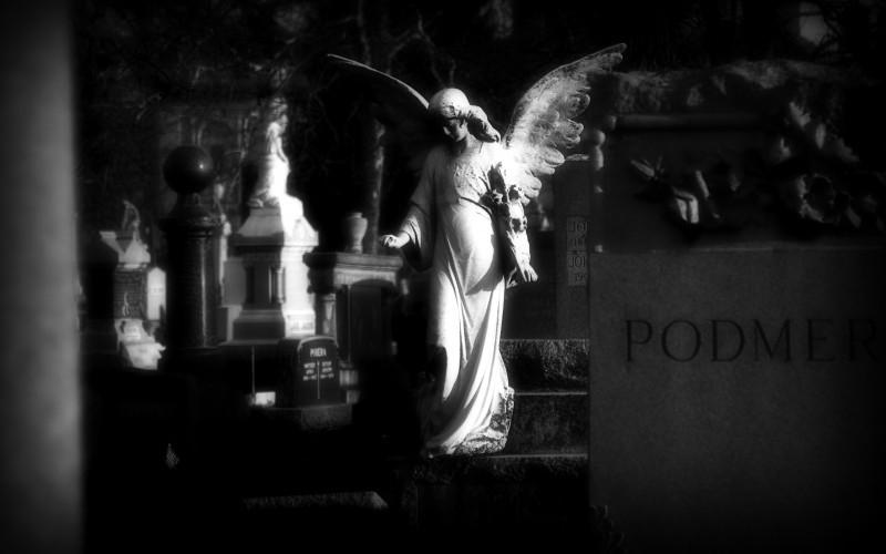 Angelic headstone in Bohemian National